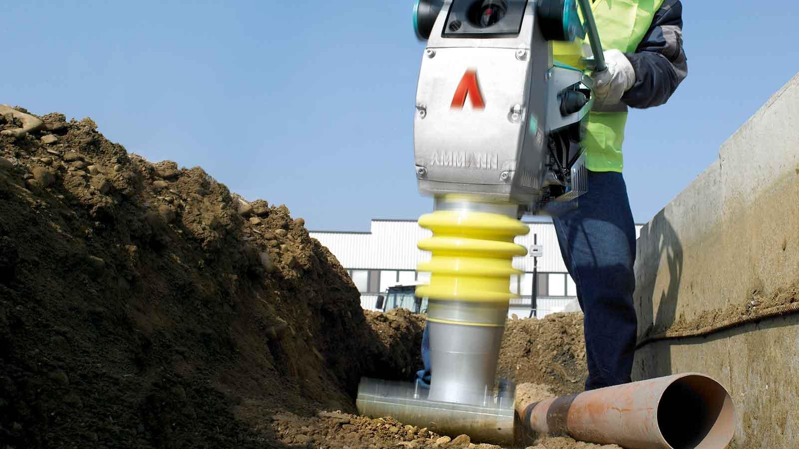 Zhutňovanie pôdy vibračnou nohou či doskou – kvalitne a efektívne